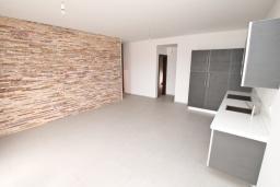 Гостиная. Продается квартира в Герцег-Нови, Савина. 65м2, гостиная, 2 спальни, балкон с видом на море, 150 метров до пляжа, цена - 156'000 Евро. в Герцег Нови