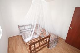 Спальня 3. Продается квартира в Тивате, Селяново. 122м2, гостиная, 3 спальни, 2 ванные комнаты, большой балкон, 400 метров до моря, цена - 160'000 Евро.  в Селяново