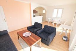 Гостиная. Продается большой, 3-х этажный дом в Тивате, Селяново. 366м2, 2 гостиные, 9 спален, 7 ванных комнат, 5 балконов, 400 метров до моря, цена - 450'000 Евро.  в Селяново
