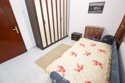 Спальня 2. Черногория, Сутоморе : Апартамент для 4-6 человек, с большой гостиной, с 2-мя отдельными спальнями, с 2-мя ванными комнатами, с большим балконом с шикарным видом на море