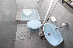 Ванная комната. Черногория, Сутоморе : Апартамент для 4-6 человек, с большой гостиной, с 2-мя отдельными спальнями, с 2-мя ванными комнатами, с большим балконом с шикарным видом на море