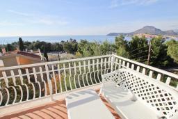 Вид на море. Черногория, Сутоморе : Апартамент для 4-6 человек, с большой гостиной, с 2-мя отдельными спальнями, с 2-мя ванными комнатами, с большим балконом с шикарным видом на море