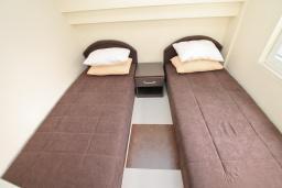 Спальня. Продается квартира в Герцег-Нови, Савина. 28м2, гостиная, 1 спальня, 60 метров до моря, цена - 55'000 Евро. в Герцег Нови
