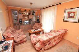 Гостиная. Черногория, Зеленика : Апартамент для 4-6 человек, с большой гостиной, с 2-мя отдельными спальнями, с балконом