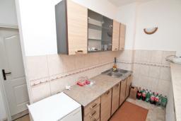 Кухня. Черногория, Зеленика : Апартамент с большой гостиной, с отдельной спальней, с 2-мя балконами