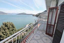 Балкон. Черногория, Нивице : Студия для 2 человек, с 2-мя балконами с шикарным видом на море, 30 метров до пляжа