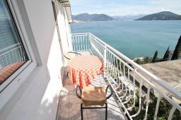 Балкон 2. Черногория, Нивице : Апартамент для 4 человек, с 2-мя отдельными спальнями, с 2-мя балконами с шикарным видом на море, 30 метров до пляжа