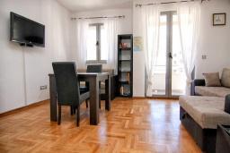 Студия (гостиная+кухня). Черногория, Будва : Современная студия с большим балконом