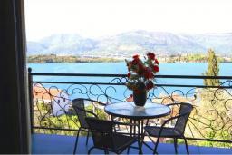 Вид на море. Черногория, Обала Джурашевича : Роскошная 3-х этажная вилла с бассейном и видом на море, с 4-мя отдельными спальнями, 3-мя ванными комнатами, с местом для барбекю и парковкой, 50 метров от пляжа