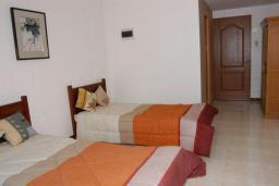Спальня 3. Черногория, Обала Джурашевича : Роскошная 3-х этажная вилла с бассейном и видом на море, с 4-мя отдельными спальнями, 3-мя ванными комнатами, с местом для барбекю и парковкой, 50 метров от пляжа
