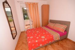Спальня. Черногория, Игало : Дом с 2-мя гостиными, с 4-мя отдельными спальнями, с 2-мя ванными комнатами, с фантастическим садом, с местом для барбекю, Wi-Fi