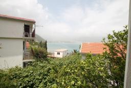 Вид. Черногория, Нивице : Дом окруженный садом с большой гостиной, с 7 отдельными спальнями, 5 ванными комнатами, с 4 балконами с шикарным видом на море, с местом для барбекю, несколько парковочных мест