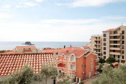 Вид на море. Черногория, Петровац : Современная вилла с 2-мя просторными гостиными, с 7-ю отдельными спальнями, с 5-ю ванными комнатами, с зеленой территорией, с бетонной террасой с видом на сад, с балконами с видом на море, Wi-Fi