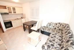 Гостиная. Черногория, Дженовичи : Апартамент с отдельной спальней, с балконом