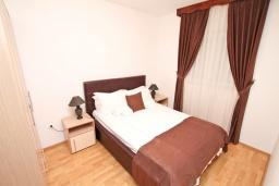 Спальня. Черногория, Дженовичи : Апартамент с отдельной спальней, с балконом