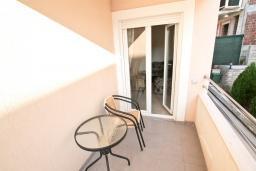 Балкон. Черногория, Дженовичи : Апартамент с отдельной спальней, с балконом