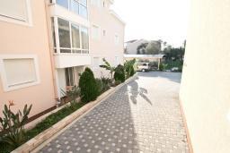 Вид. Черногория, Дженовичи : Апартамент с отдельной спальней, с балконом