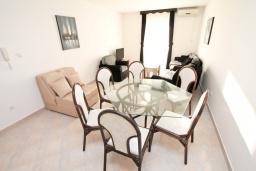 Гостиная. Черногория, Дженовичи : Апартамент для 4-6 человек, с 2-мя отдельными спальнями, с 2-мя ванными комнатами, с балконом