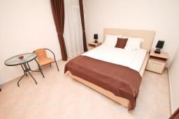 Спальня 2. Черногория, Дженовичи : Апартамент для 4-6 человек, с 2-мя отдельными спальнями, с 2-мя ванными комнатами, с балконом