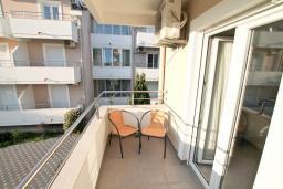Балкон. Черногория, Дженовичи : Апартамент для 4-6 человек, с 2-мя отдельными спальнями, с 2-мя ванными комнатами, с балконом
