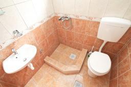 Ванная комната. Черногория, Зеленика : Студия для 3 человек, с балконом