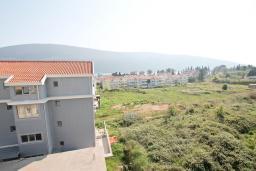 Вид. Черногория, Дженовичи : Апартамент с отдельной спальней, с балконом, 100 метров до пляжа
