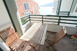 Балкон. Продается квартира в Дженовичи. 33м2, гостиная, 1 спальня, балкон с видом на море, 20 метров до пляжа, цена - 83'000 Евро. в Дженовичи