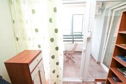 Гостиная. Продается квартира в Дженовичи. 33м2, гостиная, 1 спальня, балкон с видом на море, 20 метров до пляжа, цена - 83'000 Евро. в Дженовичи