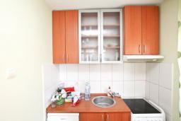 Кухня. Продается квартира в Дженовичи. 33м2, гостиная, 1 спальня, балкон с видом на море, 20 метров до пляжа, цена - 83'000 Евро. в Дженовичи