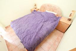Спальня. Продается квартира в Дженовичи. 33м2, гостиная, 1 спальня, балкон с видом на море, 20 метров до пляжа, цена - 83'000 Евро. в Дженовичи