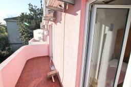 Балкон. Продается квартира-студия в Герцег-Нови, Мельине. 23м2, балкон с видом на море, 80 метров до пляжа, цена - 41'400 Евро. в Мельине