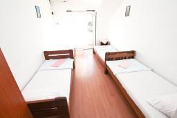 Студия (гостиная+кухня). Продается квартира-студия в Герцег-Нови, Мельине. 24м2, балкон с видом на море, 80 метров до пляжа, цена - 43'200 Евро. в Мельине