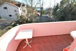 Балкон. Продается квартира-студия в Герцег-Нови, Мельине. 24м2, балкон с видом на море, 80 метров до пляжа, цена - 43'200 Евро. в Мельине