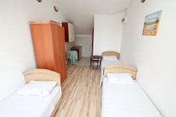 Студия (гостиная+кухня). Продается квартира-студия в Герцег-Нови, Мельине. 34м2, балкон с видом на море, 80 метров до пляжа, цена - 61'200 Евро. в Мельине