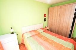 Спальня 2. Продается квартира в Герцег-Нови, Дубрава. 71м2, гостиная, 2 спальни, большой балкон с шикарным видом на море, 300 метров до пляжа, цена - 83'000 Евро. в Герцег Нови