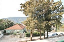 Вид. Продается дуплекс в Герцег-Нови, Топла. 98м2, большая гостиная, 3 спальни, 2 ванные комнаты, балкон с видом на море, 100 метров до пляжа, цена - 343'000 Евро. в Герцег Нови