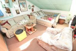 Спальня. Продается квартира в Зеленике. 40м2, гостиная, спальня, 20 метров до моря, цена - 80'000 Евро. в Зеленике
