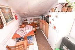Кухня. Продается квартира в Зеленике. 40м2, гостиная, спальня, 20 метров до моря, цена - 80'000 Евро. в Зеленике