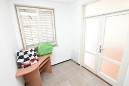 Спальня. СРОЧНО! Продается квартира в многоэтажном доме в Герцег-Нови, Топла. 40м2, гостиная, спальня, балкон с видом на море, 150 метров до пляжа, цена - 60'000 Евро. в Герцег Нови