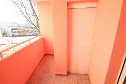 Балкон. Продается квартира в Герцег-Нови, Савина. 54м2, гостиная, спальня, 2 балкона, 300 метров до моря, цена - 83'000 Евро. в Герцег Нови