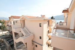 Вид на море. Продается квартира в Герцег-Нови, Дженовичи. 48м2, гостиная, спальня, большой балкон с видом на море, 70 метров до пляжа, цена - 105'600 Евро.  в Дженовичи