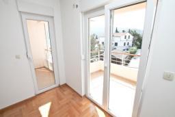 Гостиная. Продается квартира в Герцег-Нови, Дженовичи. 52м2, гостиная, спальня, 2 балкона с видом на море, 70 метров до пляжа, цена - 124'800 Евро.  в Дженовичи