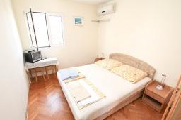 Спальня 3. Продается дом в Игало, Институт. 236м2, 11 спален, 8 ванных комнат, гараж 35м2, двор 50м2, 60 метров до моря, цена - 900'000 Евро. в Игало