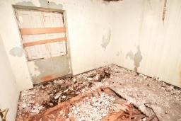 Спальня 4. Продается 2-х этажный дом в Герцег-Нови, Старый город. 160м2, 8 комнат, 2 ванные комнаты, участок 500м2, 200 метров до моря, цена - 220'000 Евро. в Герцег Нови