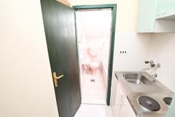 Кухня. Продается большой 3-х этажный дом в Биела. 433м2, 10 спален, 6 ванных комнат, участок 500м2, 60 метров до моря, цена - 3'500'000 Евро. в Биеле