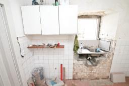 Кухня. Продается 2-х этажный дом с участком 2500м2, в Камено. 80м2, гостиная, 3 спальни, 7.5км до моря, цена - 250'000 Евро. в Герцег Нови