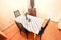 Кухня. Продается 2-х этажный дом в Герцег-Нови, Дженовичи. 232м2, 2 гостиные, 4 спальни, 2 ванные комнаты, участок 560м2, 120 метров до моря, цена - 450'000 Евро. в Дженовичи