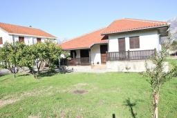 Фасад дома. Продается дом в Баре. 90м2, большая гостиная, 2 спальни, участок 550м2, 3км до моря, цена - 95'000 Евро. в Баре