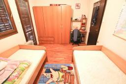 Спальня 2. Продается дом в Баре. 90м2, большая гостиная, 2 спальни, участок 550м2, 3км до моря, цена - 95'000 Евро. в Баре