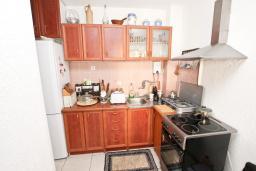 Кухня. Продается квартира в Будве, Бабилония. 36м2, гостиная, спальня, 400 метров до моря, цена - 70'000 Евро. в Будве
